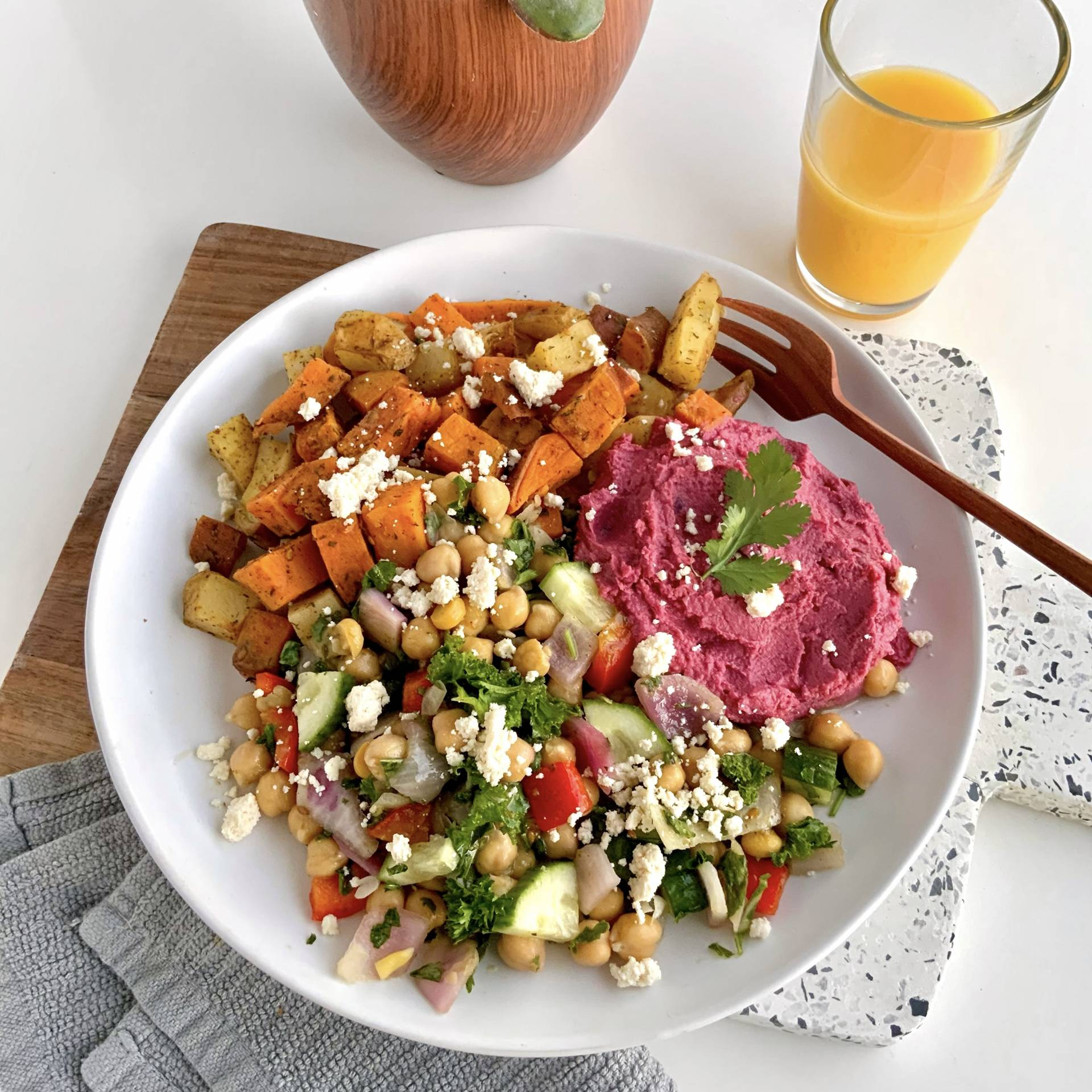 Lebanese Za'atar Bowl + Beetroot Hummus